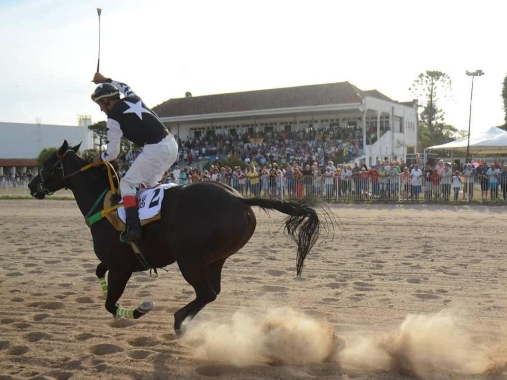 Jockey Club de Pelotas realiza primeira reunião após reformas